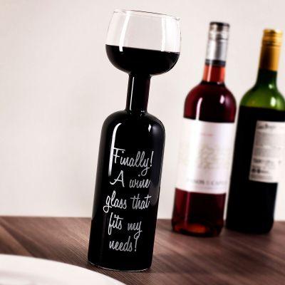 Verre de vin en forme de bouteille