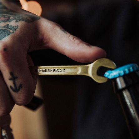 Décapsuleur clé à outils