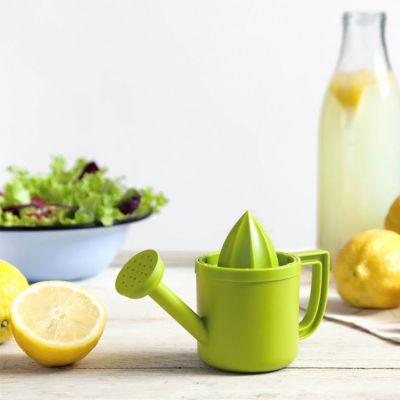 Presse-citron en forme d'arrosoir