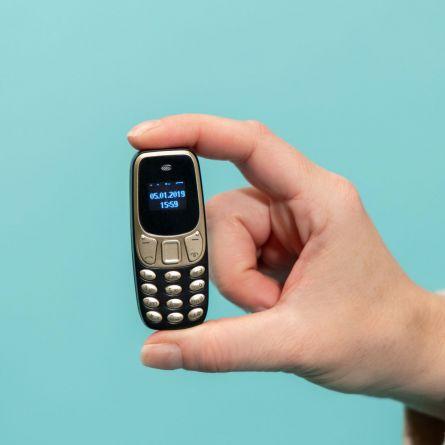Le Plus Petit Téléphone au Monde