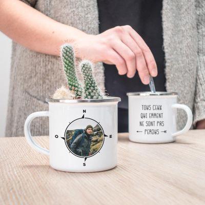Idées cadeaux pour mettre dans le calendrier de l'avent - Tasse en métal boussole personnalisable avec photo