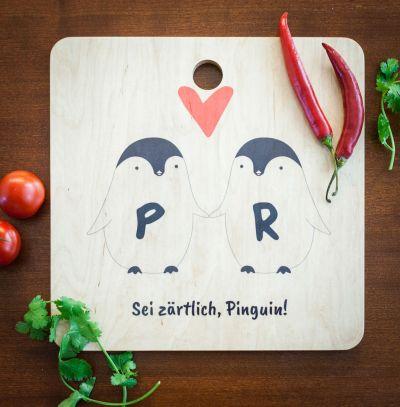 Cadeau couple - Planche à découper personnalisable – Couple de Pingouins